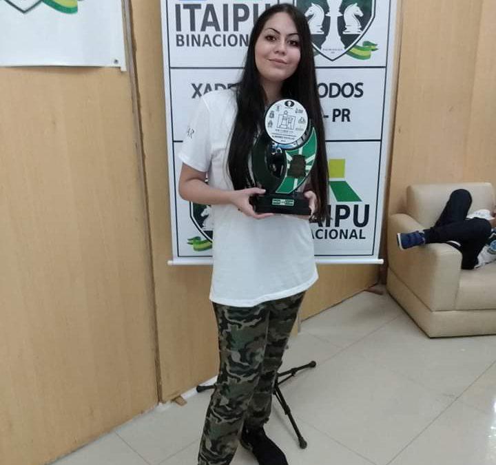 Aluna Laís Cruz Lazaro do 8° ano, ganhou o campeonato Sulamericano de Xadrez.
